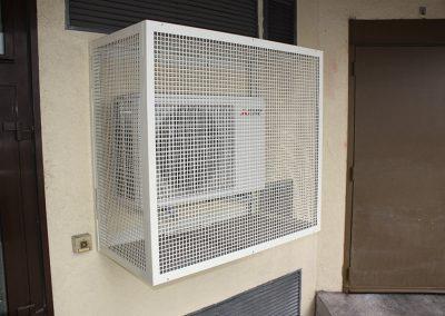 installation d'une climatisation avec protection anti-vandalisme -Entreprise Marin