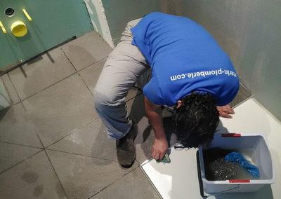 Création d'une salle de bains avec receveur encastré sol en pointe de diamant